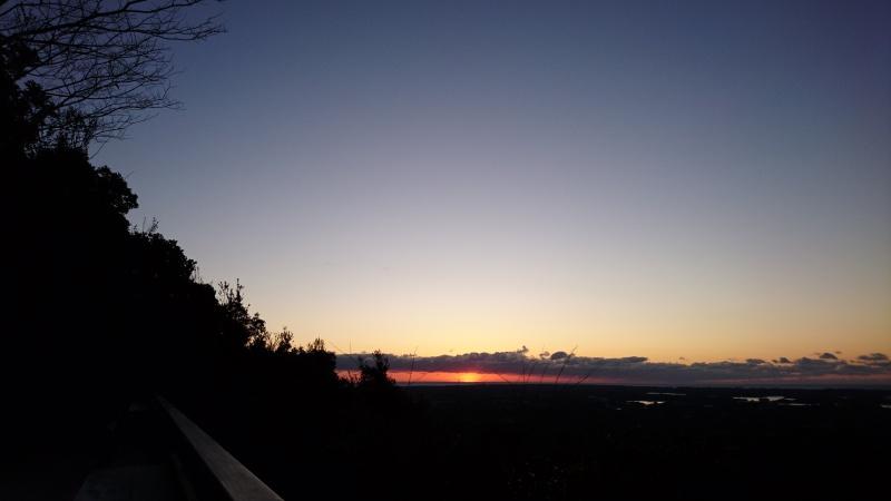 横山の初日の出少し出た